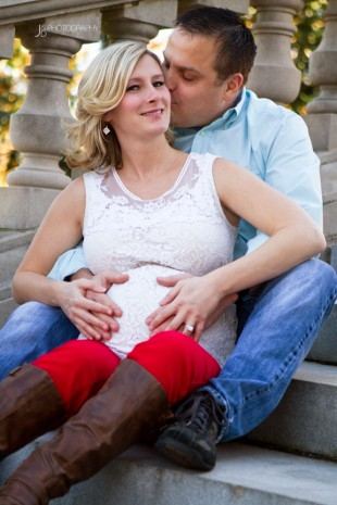 Outdoor Maternity Photography in Richmond Virginia - Image Property of www.j-dphoto.com