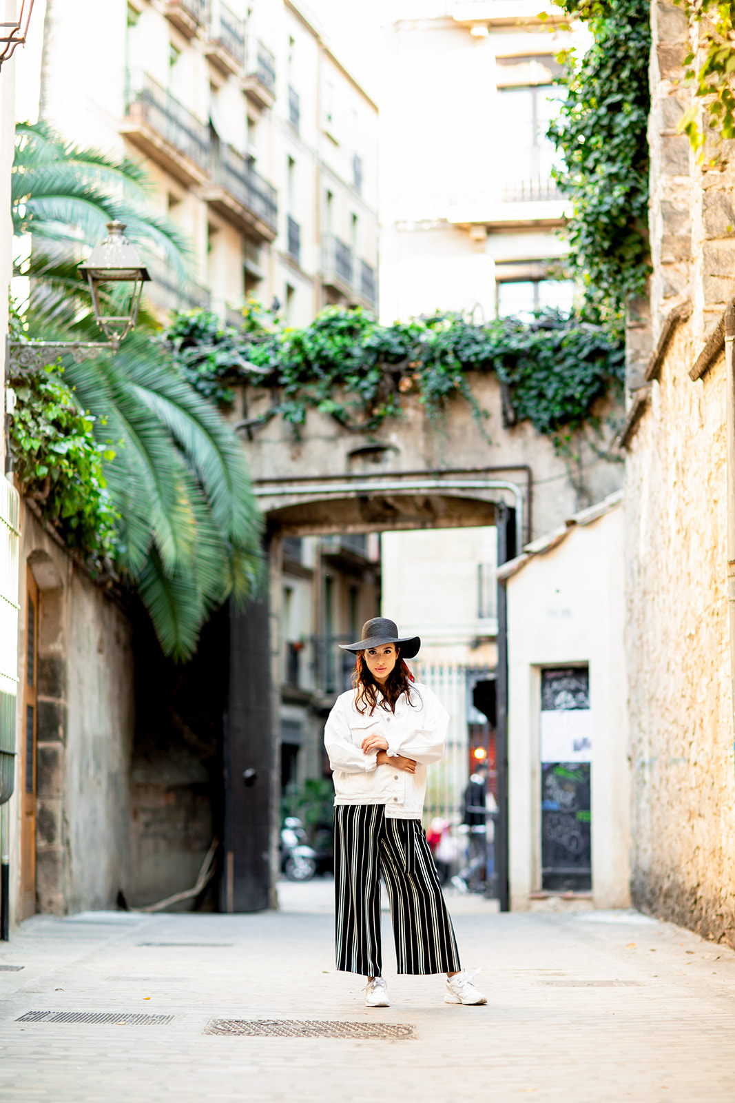 Barcelona Portrait Session in the Gothic Quarter - Image Property of www.j-dphoto.com