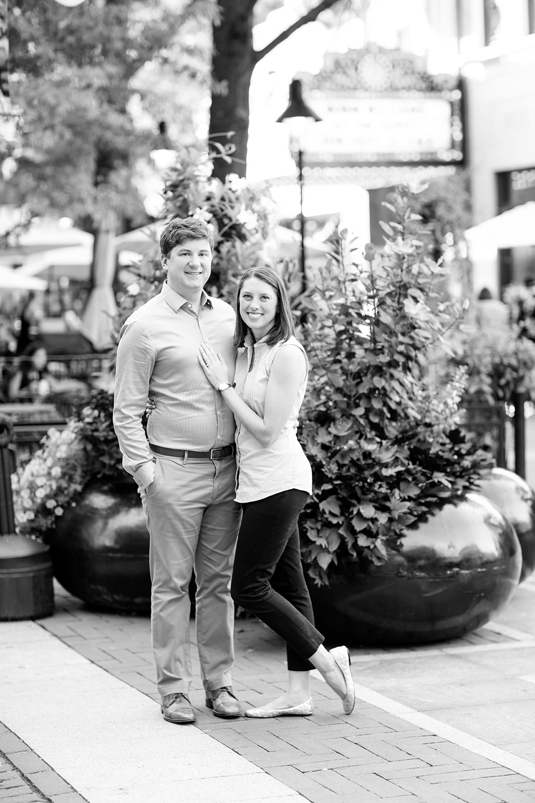 Downtown Mall Couples Photo Shoot Charlottesville Va Photographer - Image Property of www.j-dphoto.com