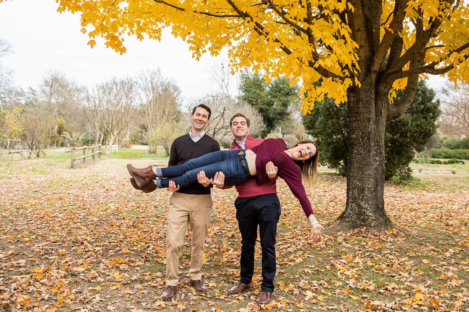 Large Fall Family Photo Shoot With Adult Children at Tuckahoe Plantation - Image Property of www.j-dphoto.com